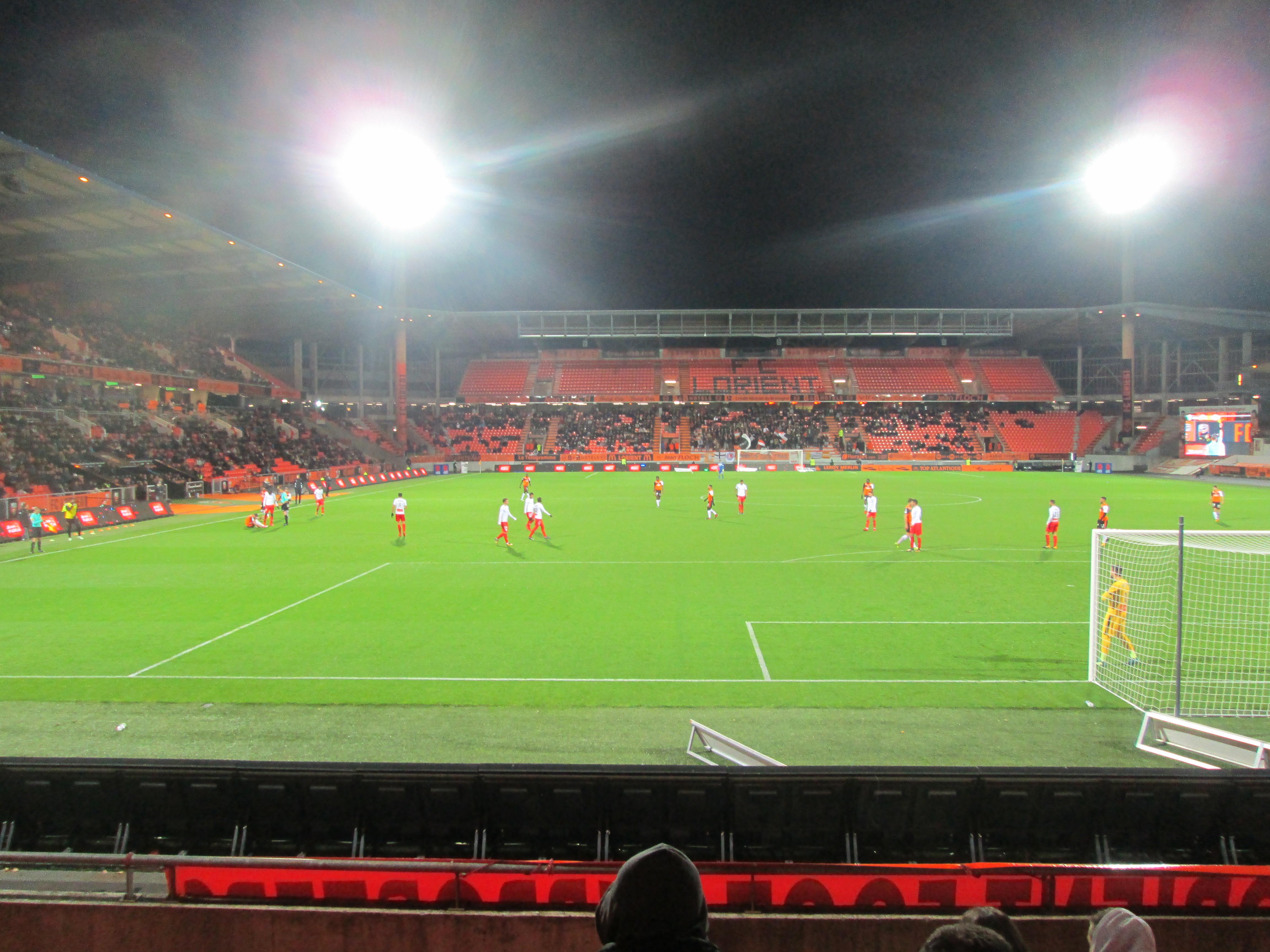 Match lorient n mes e r e a les pins 56270 ploemeur for Lorient match